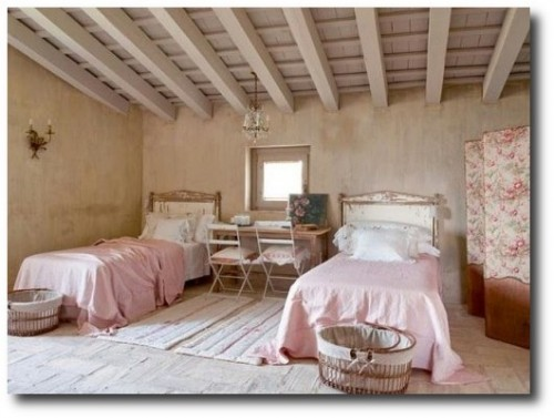 Old-World-French-Decorating-The-Use-Of-Pink-500x370