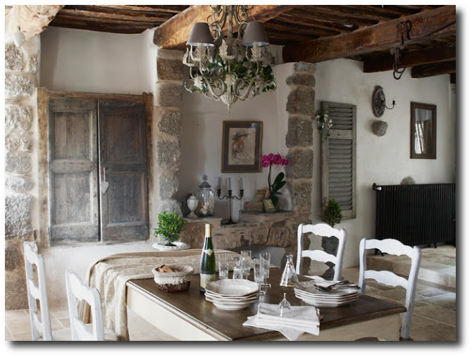 French provincial looks stone floors for Decoration maison style campagne chic