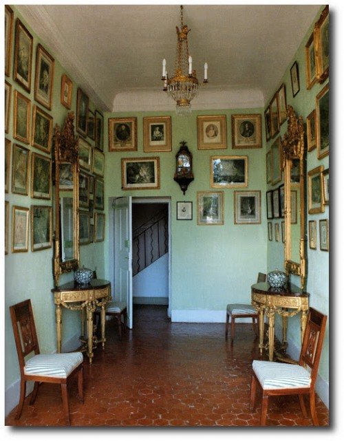 17th century room in Chateaux d'Ansouis, provence, france. The World of Interiors, Jan 2002