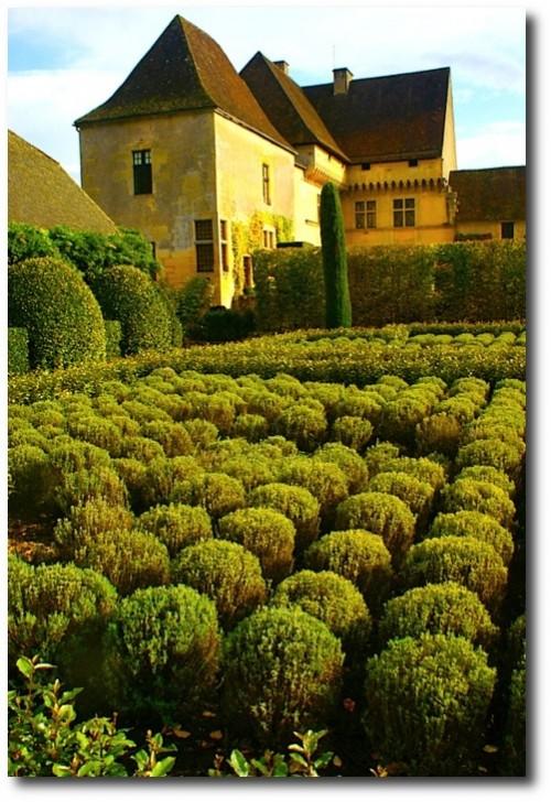 Jardins du Château de Losse - Dordogne Valley, France